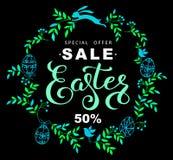 复活节与蓝色叶子和复活节兔子o花圈的销售横幅  免版税库存照片
