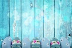 复活节假日有非常是复活节彩蛋和传神和快乐的颜色的典型口音 免版税库存图片