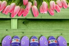 复活节假日有非常是复活节彩蛋和传神和快乐的颜色的典型口音 免版税图库摄影