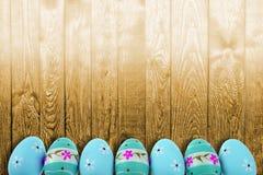 复活节假日有非常是复活节彩蛋和传神和快乐的颜色的典型口音 库存照片