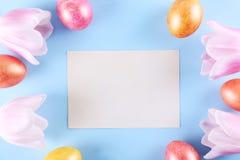 复活节假日背景,与传统装饰的顶视图构成 库存照片