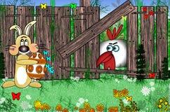复活节兔子用在木篱芭附近的鸡蛋在草甸 坐关于篱芭的雄鸡 免版税库存图片