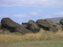 复活节划分为的海岛moais 免版税库存图片