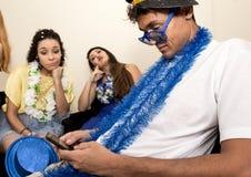 复活节前的第七个星期三 朋友对庆祝Carnaval是疲乏 投反对票 免版税库存图片