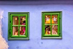 复活节和春天被装饰的绿色窗口 库存照片