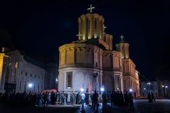 复活节在布加勒斯特家长式大教堂的光队伍 免版税库存照片