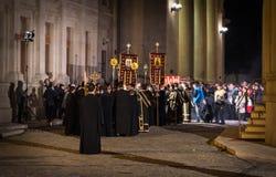 复活节在布加勒斯特家长式大教堂的光队伍 免版税图库摄影