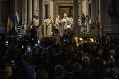 复活节在布加勒斯特家长式大教堂的光队伍 图库摄影