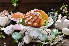复活节在花形状的圆环蛋糕 图库摄影