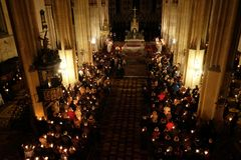 复活节守夜大量圣周六在萨格勒布大教堂里 免版税图库摄影