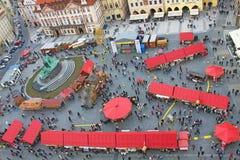 复活节庆祝在布拉格在老中心广场,顶视图 免版税库存图片