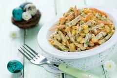 复活节开胃菜食谱-煮沸的鸡胸脯,红萝卜的玉米 免版税库存图片