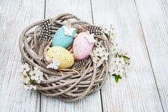 复活节彩蛋和春天开花 免版税库存照片