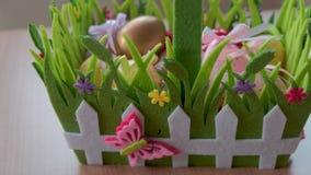复活节彩蛋在篮子折叠了 影视素材