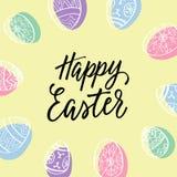 复活节快乐!与蛋花圈和现代书法的假日明信片 免版税库存图片