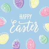 复活节快乐!与蛋花圈和现代书法的蓝色假日明信片 免版税库存照片