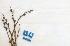 复活节概念鹌鹑蛋4月16日,在木背景的 图库摄影