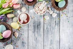 复活节滑稽的巧克力热饮 免版税库存图片