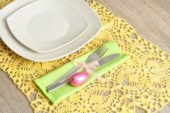 复活节的一个餐位餐具 免版税库存图片