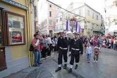 复活节的街道游行在科孚岛海岛上  库存图片