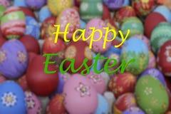 复活节的问候模板用五颜六色的鸡蛋 库存图片