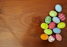复活节节日背景色的鸡蛋 免版税图库摄影