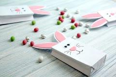 复活节装饰兔宝宝袋子用糖果 库存图片