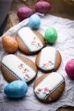复活节酥皮点心,黄油曲奇饼 被冰的蛋曲奇饼 库存图片