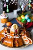 复活节面包和鸡蛋 图库摄影