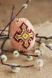 复活节 美丽的装饰蛋和杨柳枝杈 免版税库存图片