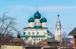 复活大教堂在Tutaev,俄罗斯 金黄圆环旅行 免版税库存照片