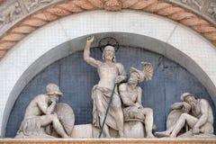 复活的半月形,圣Petronio大教堂门面在波隆纳 库存照片