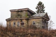 复活的木教会与教堂圣诞节约翰Predtechi的在Selco卡累利阿人的村庄 免版税图库摄影