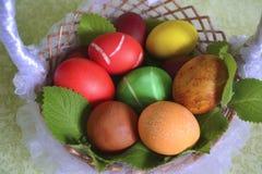 复活节上色了鸡蛋 免版税库存照片