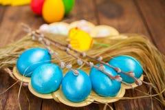 复活节上色了鸡蛋 库存图片