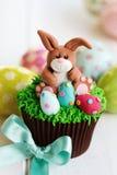 复活节兔子杯形蛋糕 免版税库存图片