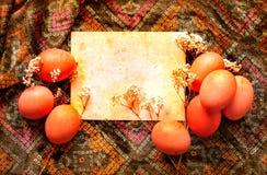 复活节卡片,复活节彩蛋,减速火箭的春天背景 免版税库存照片