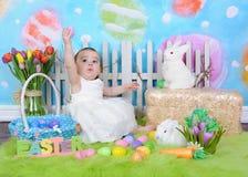 复活节场面的甜小孩女孩 免版税库存图片