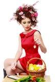 复活节妇女 有时尚发型的春天女孩 画象是 图库摄影