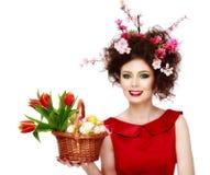 复活节妇女 有时尚发型的春天女孩 画象是 库存照片