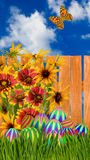 复活节彩蛋、花和蝴蝶的图象在木篱芭背景 免版税图库摄影