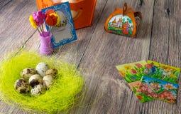复活节彩蛋制表与图片和贴纸的装饰铁在 库存图片