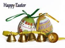 复活节彩蛋和小响铃 免版税库存图片