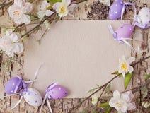 复活节彩蛋和空白附注 免版税库存照片