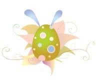复活节彩蛋和花与野兔的耳朵 免版税库存照片
