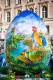 复活节彩蛋在城市 免版税库存图片