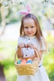 复活节彩蛋女孩一点 图库摄影