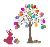 复活节彩蛋树和兔宝宝 免版税库存图片