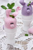 复活节彩蛋的逗人喜爱的兔宝宝 免版税图库摄影