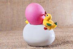复活节彩蛋,鸭子,碗 库存图片